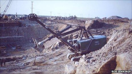 Digger working at M62 PIC: BOB JENNINGS
