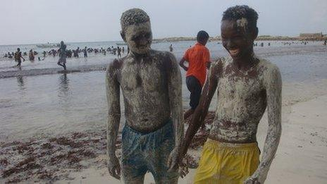 Children at the beach in Somalia's capital, Mogadishu (ovember 2011)