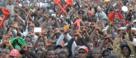 Senegalese opposed to the candidature of Abdoulaye Wade demonstrate on 27 January 2012 in Dakar