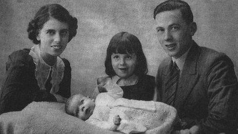 Carol Cooper (baby) with her mother Ida and her father William Smith and her older sister Olive