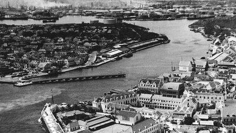 Archive photo from 1940s/50s of Willemstad with the oil refinery in the background. Photo courtesy Dan Jensen