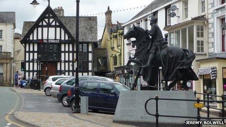 Owain Glyndwr statue in Corwen