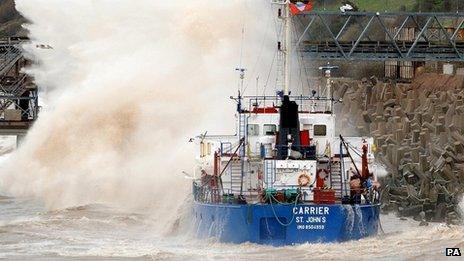 Llong yr MV Carrier