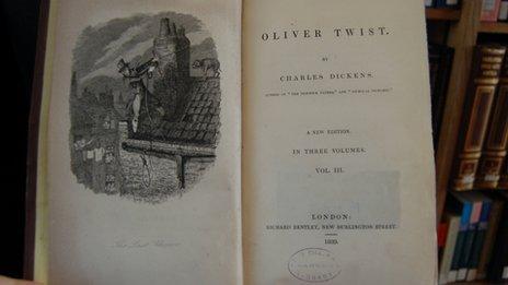Argraffiad prin o Oliver Twist, a oedd y llyfr cyntaf i gael enw Dickens ar y dudalen deitl, yn hytrach na'i ffugenw Boz