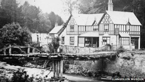 Y bont a Gwesty'r Chainbridge ym 1870