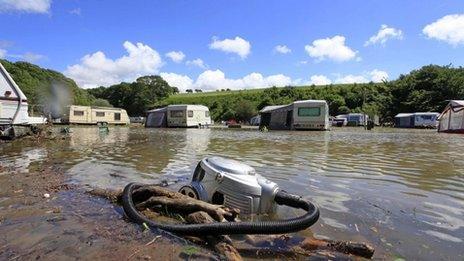Maes carafannau Riverside, Llandre, Ceredigion