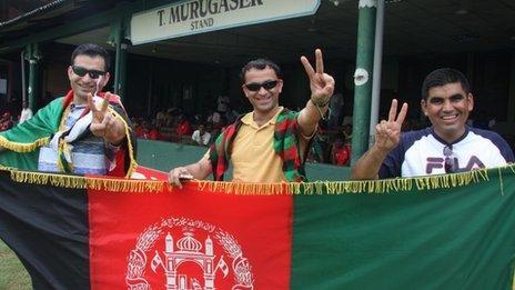 Cricket fans Zia Aryoobi (L) and Ishan Hashimi and Islamuddin Aryoobi