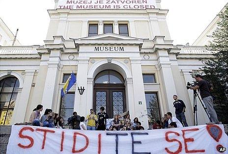 Protest at closure of Bosnia National Museum, 4 Oct 12