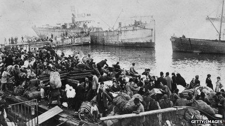 Greek people fleeing from Izmir (then Smyrna) by sea in 1922