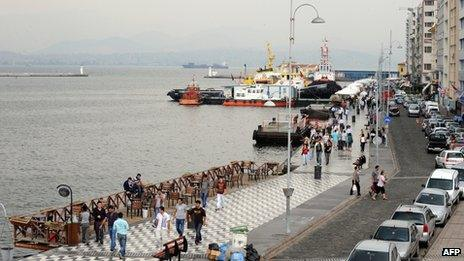 (File photo 2009) Pedestrians walking along Kordon Street in Izmir