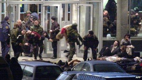 Special forces soldiers carry sleeping hostages from the Dubrovka theatre, October 2002