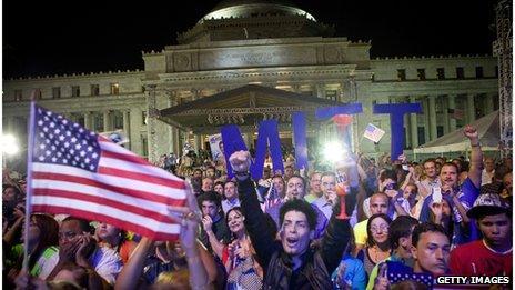 Crowds greet Mitt Romney