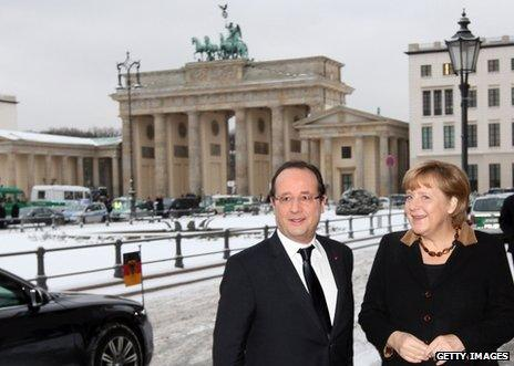 French President Francois Hollande and German Chancellor Angela Merkel pose in front of the Brandenburg Gate, Berlin, 22 January