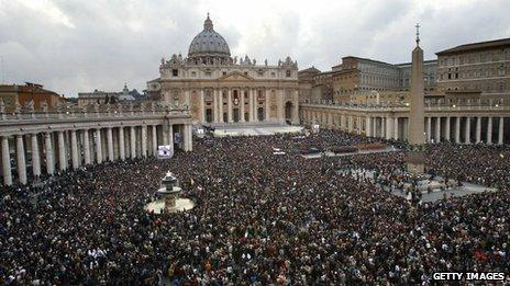 Crowds in St Peter's Square, Rome 2005