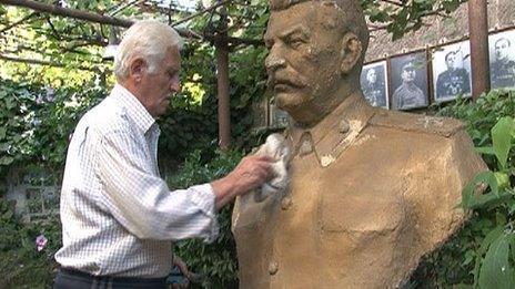 Ushangi Davitashvili and one of his Stalin statues