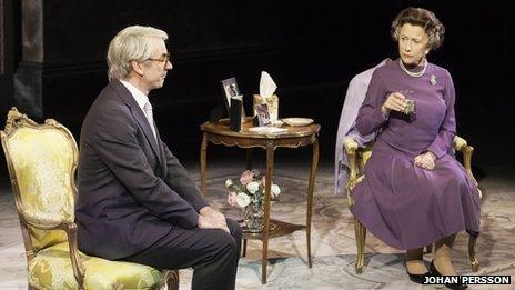 John Major (Paul Ritter) and The Queen (Helen Mirren) in The Audience