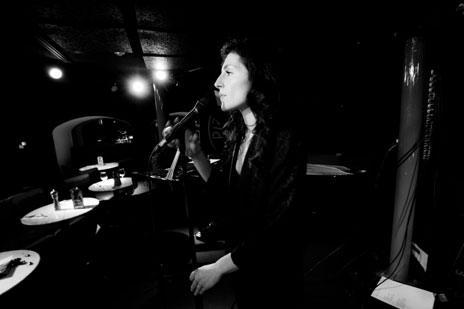 Irene Serra, singer of -isq