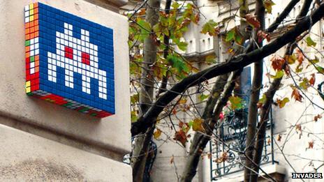 Space Invaders art in Paris