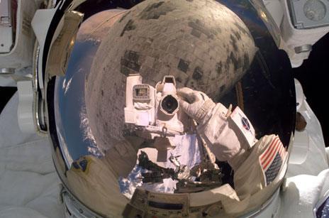 Steve Robinson takes a selfie in space