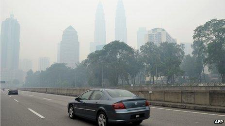 Petronas Towers shrouded in haze (23 June 2013)