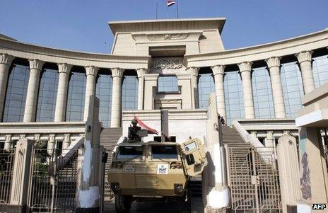 Tank outside Egypt's constitutional court