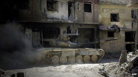 Syrian army tank moves through the Khalidiya district of Homs (31 July 2013)
