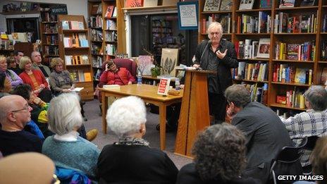Henning Mankell doing a bookshop reading