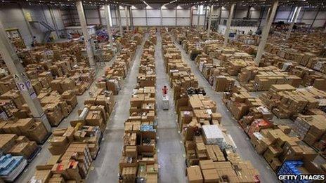 Canolfan Amazon yn Abertawe