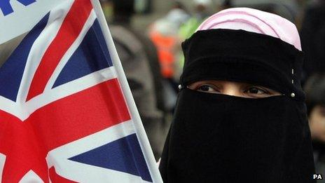 Woman wearing a veil with a Union Jack