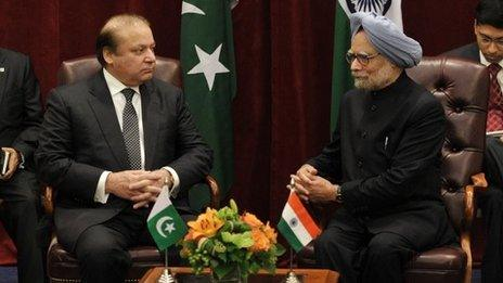 Indian Prime Minister Manmohan Singh (R) meets with his Pakistani counterpart Nawaz Sharif on the sidelines of the 68th Session of the United Nations General Assembly on Sunday