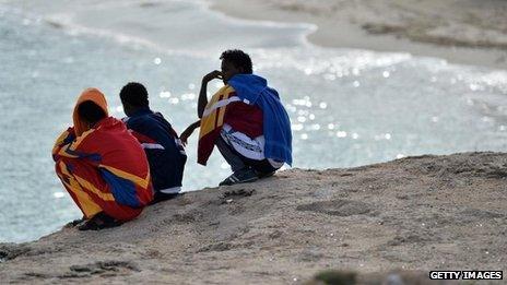 Migrants on Lampedusa, survivors of 4 October wreck