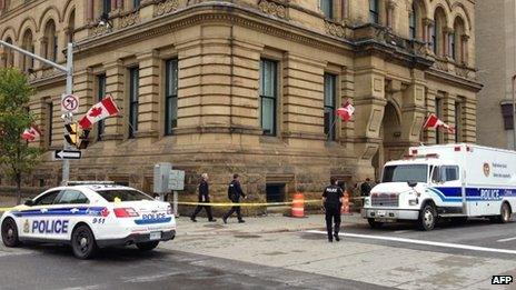 Police at scene after street outside PM's office was closed off 16/10/13