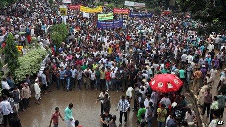 Bangladeshi opposition supporters gather for a rally defying a ban on protests, in Dhaka, Bangladesh, Friday, October 25, 2013