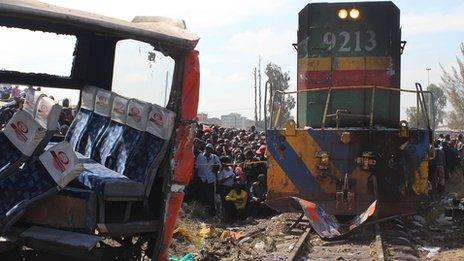 The wreckage of a bus (L) that was involved in an accident with a passenger train in Nairobi (30 October 2013)