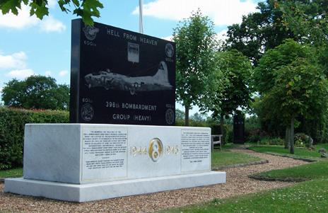 Nuthampstead memorial to the 338th Bomb Group