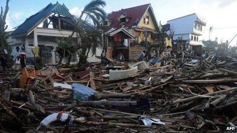 Aftermath of typhoon in Palo, 10 Nov
