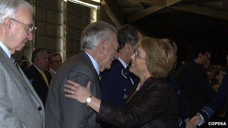 Michelle Bachelet greets Mr Matthei at an event in 2006