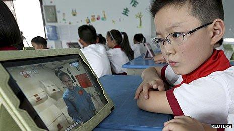 Pupil in China in lesson taught by astronaut