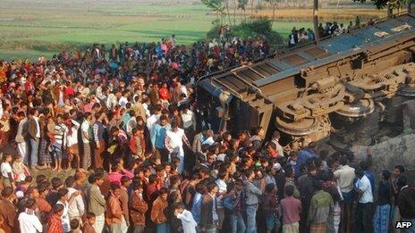 Train derailment in Bangladesh (04 December 2013)