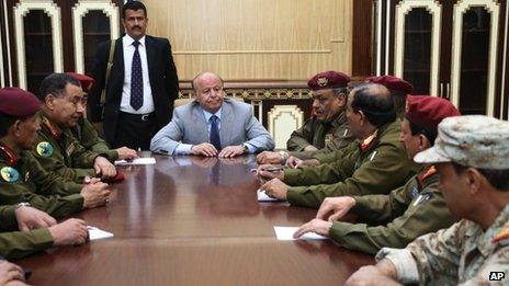 President Abdrabbuh Mansour Hadi meets his security chiefs in Sanaa (5 December 2013)