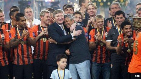 Rinat Akhmetov (centre-left) celebrates Shakhtar's victory in Ukraine's football premier league. Photo: May 2013