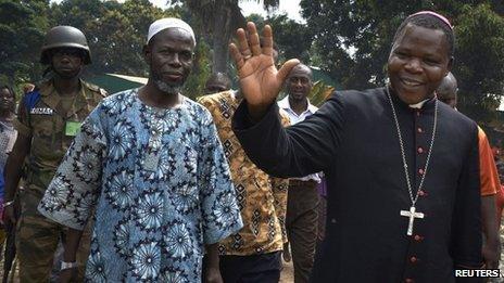 Dieudonne Nzapalainga (R), archbishop of Bangui and Imam Oumar Kobine Layama, president of the Islamic Central African community (file photo)
