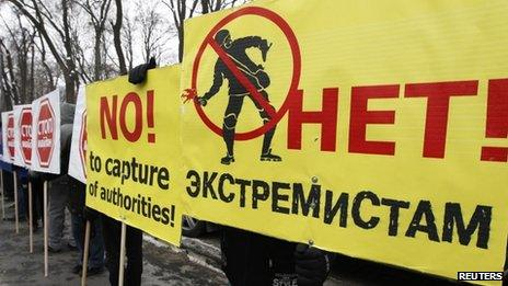 Supporters of Ukrainian President Viktor Yanukovych hold placards during a protest outside the Parliament in Kiev, 28 January 2014