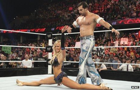 Fandango in the ring, dancing with a woman