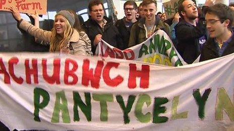 Protestio dros Neuadd Pantycelyn