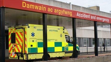 Uned Damwain ac Argyfwng