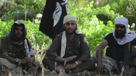 Fideo gan Isis sydd i'w weld yn dangos ymladdwyr o Brydain ac Awstralia