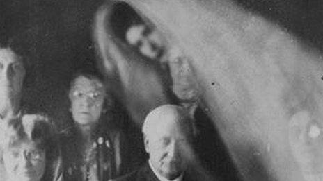 Pictures from a séance