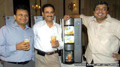 Joint Venture Partner and Managing Director, McDonald's (Western Region ) Amit Jatia (L), Joint Venture Partner and Managing Director McDonald's (North India ) Vikram Bakshi (C) and President and CEO of Coca Cola India Sanjiv Gupta in 2004