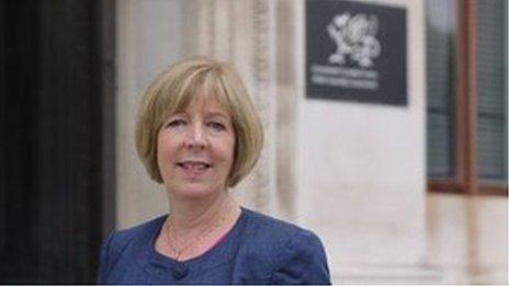 Y Prif Swyddog Dr Ruth Hussey